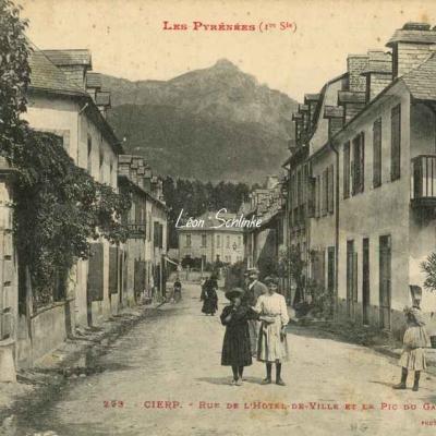 1 - 223 - Cierp - Rue de l'Hôtel de Ville et Pic de Gars