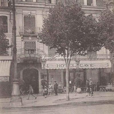 1 - 561 - Luchon - L'Hôtel Cavé