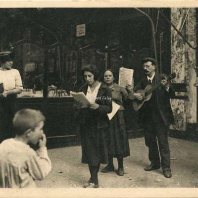 10 - Les chanteurs de rue