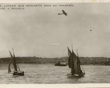 115 - Latham sur Antoinette dans sa traversée du Hâvre à Trouville