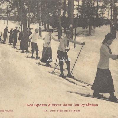 13 - Une file de skieurs