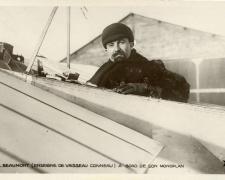 145 - Beaumont (Enseigne de Vaisseau Conneau) à bord de son monoplan