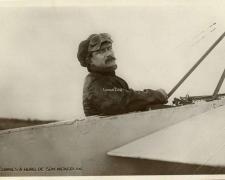 146 - Védrines à bord de son monoplan