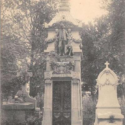 154 - LO'Enfant au Chien, Monument très artistique (° Division)