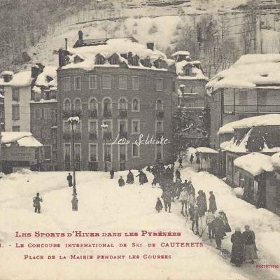 16 - Place de la Mairie pendant les Courses