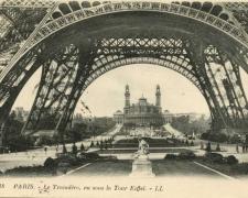 18 - PARIS - Le Trocadéro, vu sous la Tour Eiffel