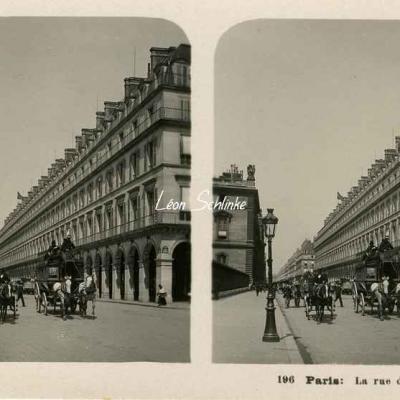 196 - Paris - La Rue de Rivoli au Louvre