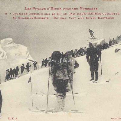 2 - Au Cirque de Gourette, un beau saut d'un skieur Norvégien