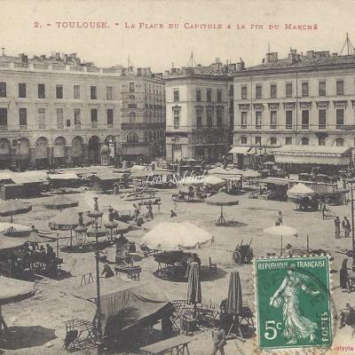 2 - La Place du Capitole à la fin du Marché
