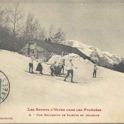 2 - Une brochette de skieurs en descente