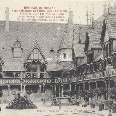 21-Beaune - Cour d'Honneur des Hospices (Ronco Frères)