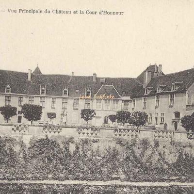 21-Epoisses - 15 - Cour d'Honneur du Château (illisible)