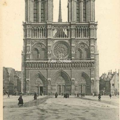 21 - Notre-Dame, de face