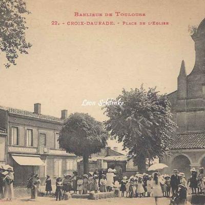 22 - Croix-Daurade - Place de l'Eglise