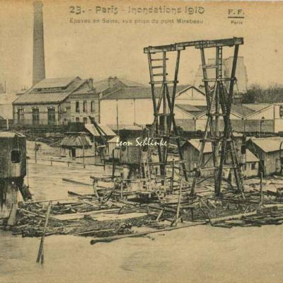 23 - Epaves en Seine, vue prise du Pont Mirabeau