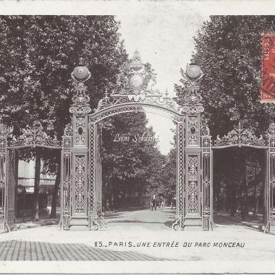 25 - Une entrée du Parc Monceau