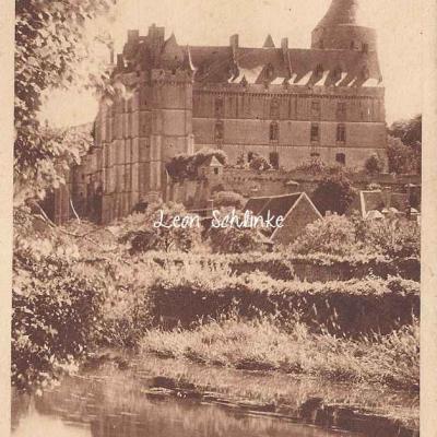 28- Châteaudun - Façade du Château (Ed. Claveau)