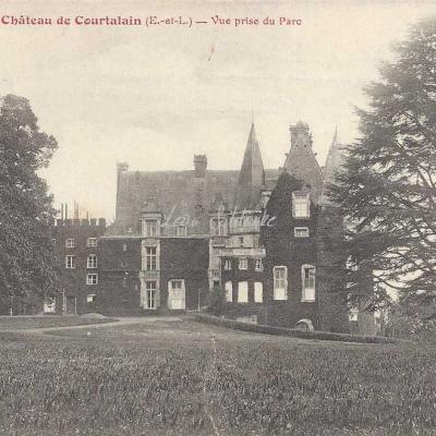 28- Courtalain - Le Château vu du Parc (H.Lecomte)