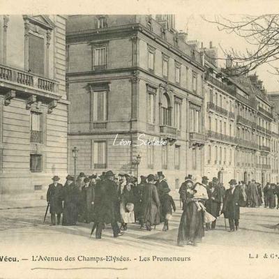28 - L'Avenue des Champs-Elysées - Les Promeneurs