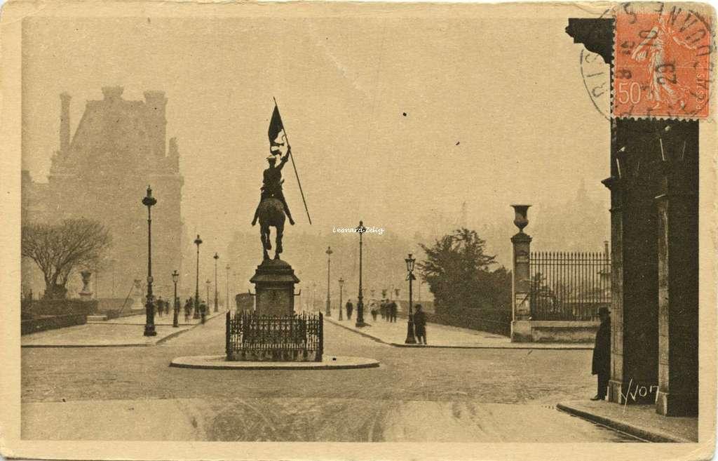 28 - Statue de Jeanne d'Arc et Avenue Paul Déroulède