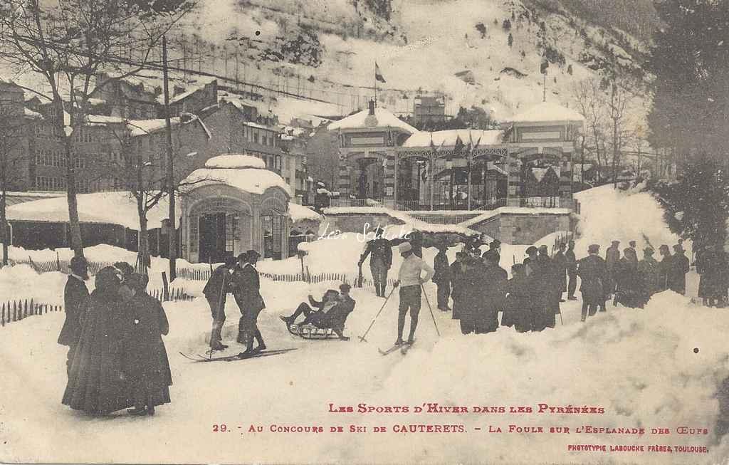 29 - La foule sur l'esplanade des oeufs