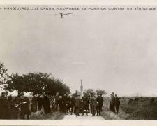 3 - En Manoeuvres - Le Canon automatique en position contre un Aéroplane