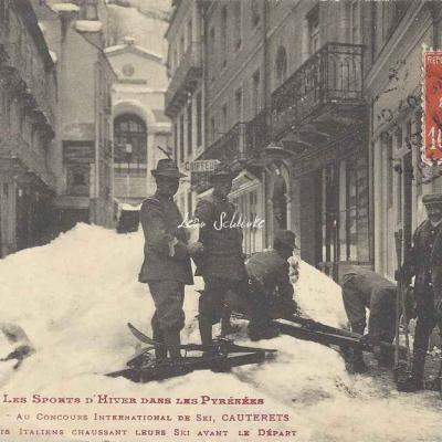 30 - Soldats Italiens chaussant leurs ski avant le départ