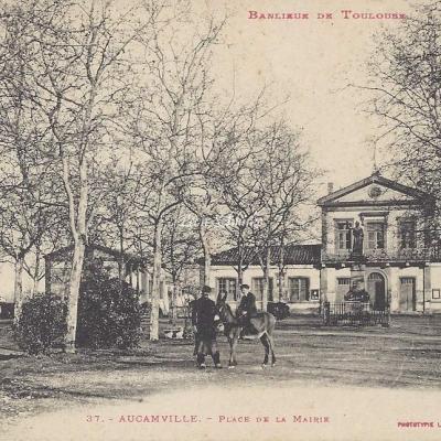 37 - Aucamville - Place de la Mairie