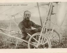 37 - SANTOS-DUMONT sur son Aéroplane