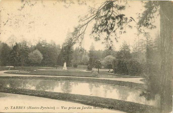 37 - Vue prise au Jardin Massey