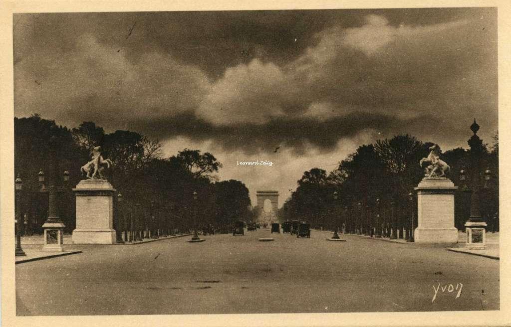4 -  L'Avenue des Champs-Elysées