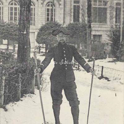 4 - Un skieur militaire