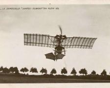 42 - La Demoiselle Santos-Dumont en plein vol