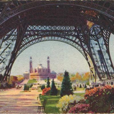 42 (S3) - Sous la Tour Eiffel (dans le fond, le  Trocadéro)