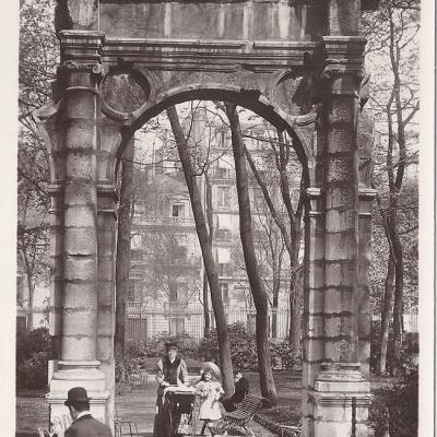 43 - Parc Monceau Arcade Renaissance