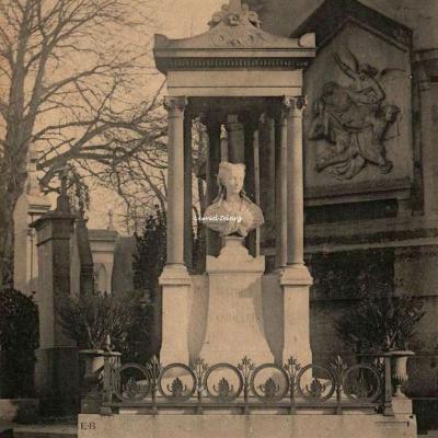 48 - Monument de Delphine Cambacérès (1753-1824)