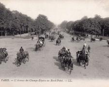 5 - PARIS - L'Avenue des Champs-Elysees, au Rond-Point