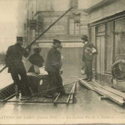 54 - Un Radeau Rue de la Bucherie