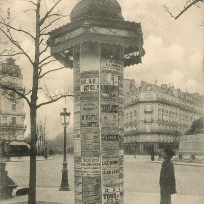 59 - La colonne d'affiches théâtrales