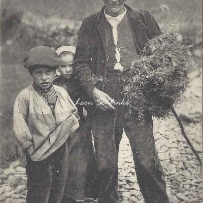 6 - 548 - Grand-Père et Petits Enfants - Vrais types montagnards