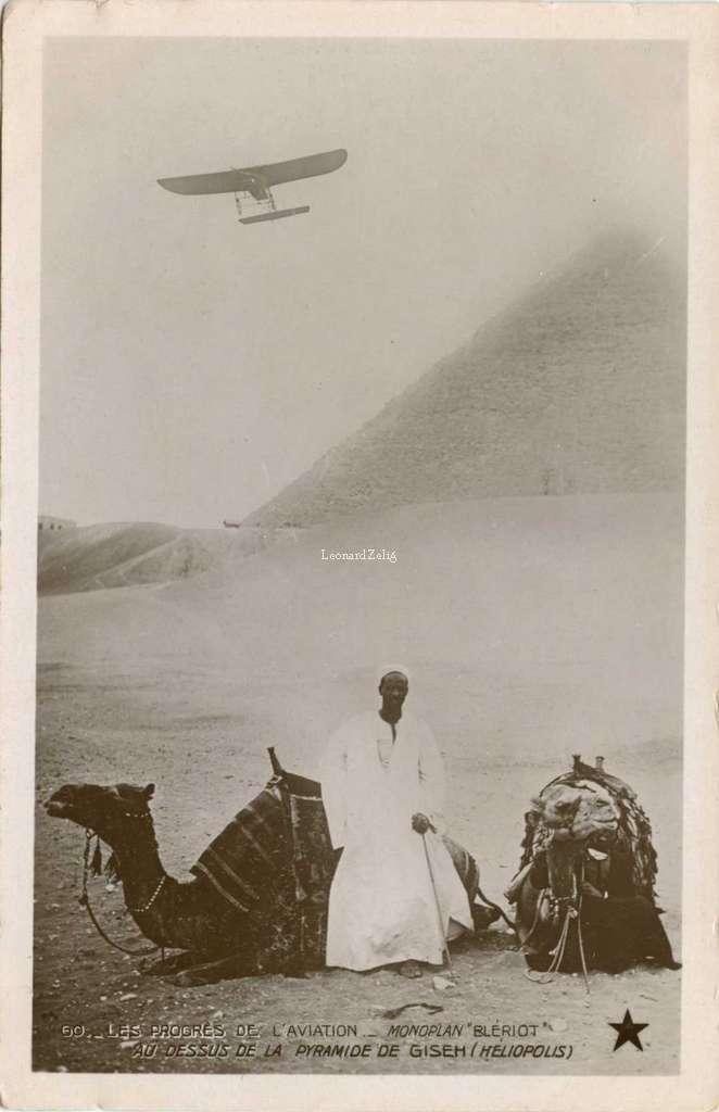 60 - Les Progrès de l'Aviation - Monoplan Blériot au-dessus de la Pyramide de Giseh