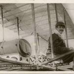 64 - Paulhan sur son Biplan Farman accomplissant le parcours Londres-Manchester