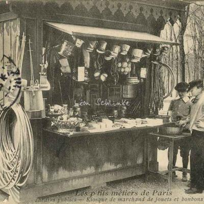 68 - Jardins publics - Kiosque de marchand de jouets et bonbons