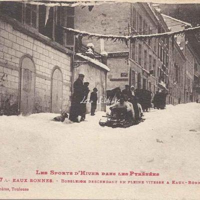 7 - Bobsleigh descendant en pleine vitesse à Eaux-Bonnes