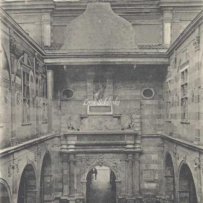 7 - Le Capitole - Cour Henri IV