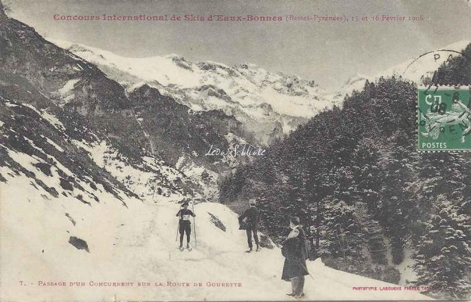 7 - Passage d'un concurrent sur la route de Gourette