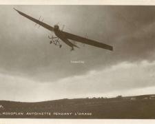 76 - Monoplan Antoinette pendant l'orage