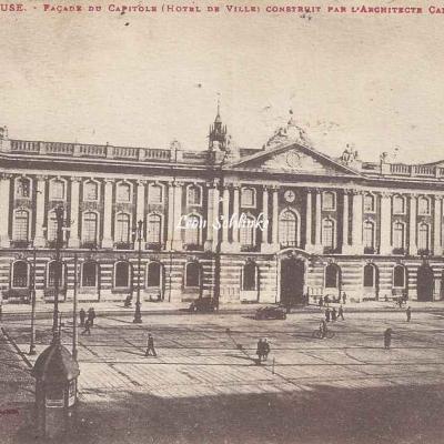 8 - Façade du Capitole construit par Cammas (1750)