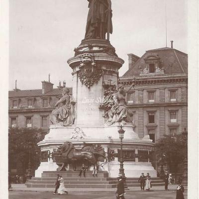 8 - Le Monument de la République