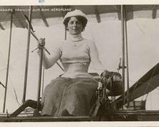 82 - Madame Franck sur son Aéroplane